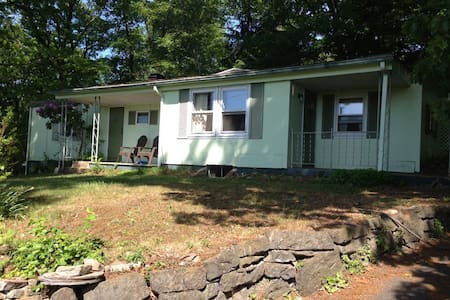 Cozy Rustic Secluded Bungalow EastonPA/Upper Bucks - Easton - Bungalow