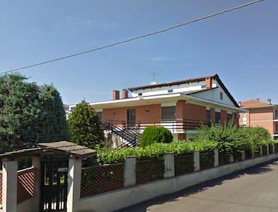 Comodità, riservatezza e tranquillità - San Benigno Canavese - Villa
