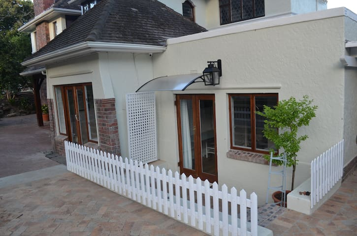 Oak - Rondebosch fully furnished room