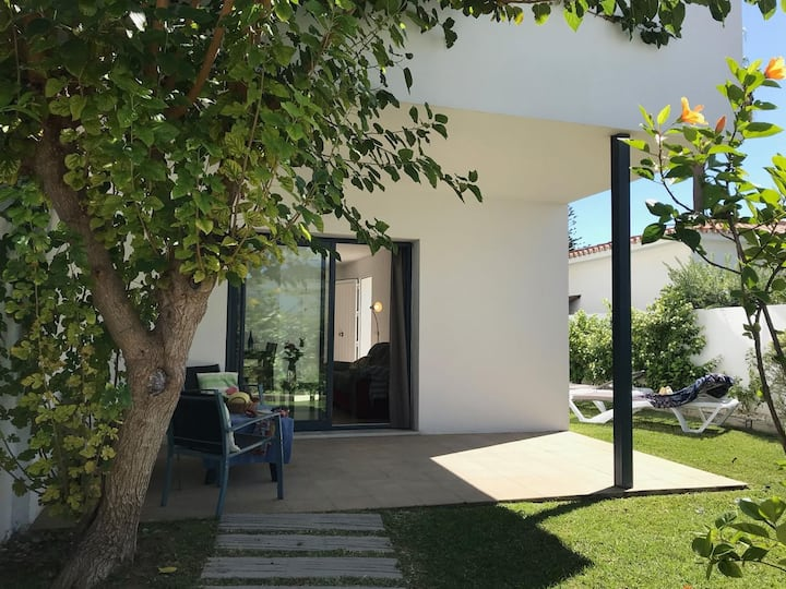 Modern 2-storey holiday villa in Fuente del Gallo, 5 minutes walk from the beach