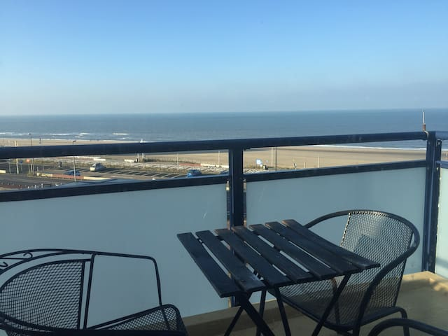 Sea view balcony room - 30min train to Amsterdam - Zandvoort