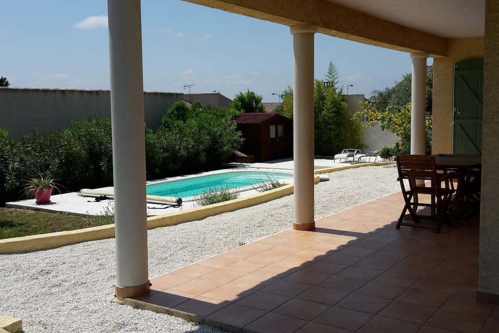 terrasse couverte et piscine plein sud