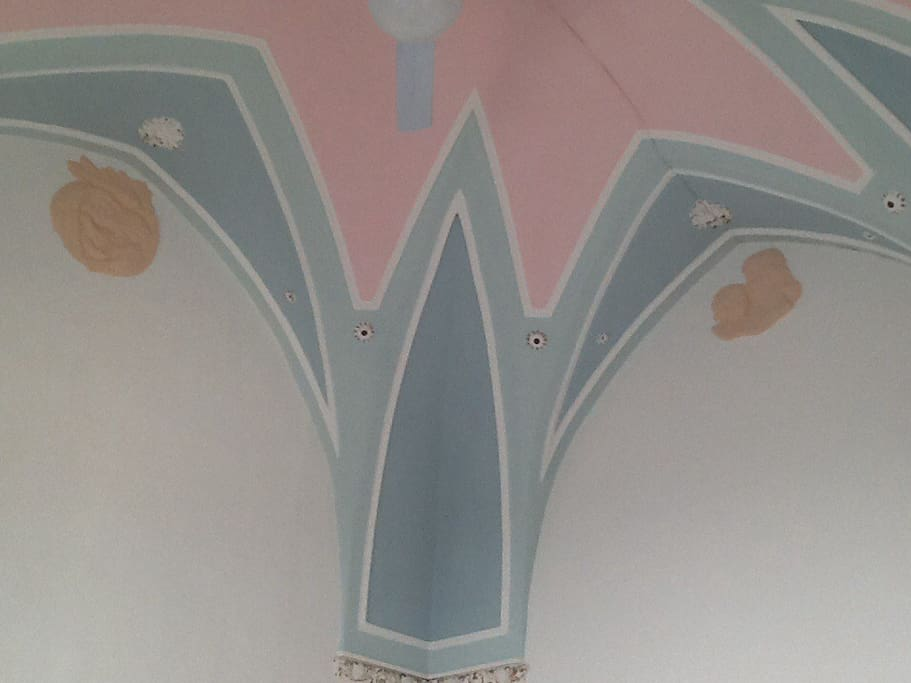 Decorazioni di madonna con bambino soffitto letto