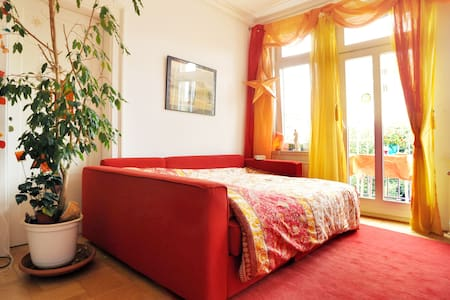 Sunny room with balcony, central - Stuttgart - Daire
