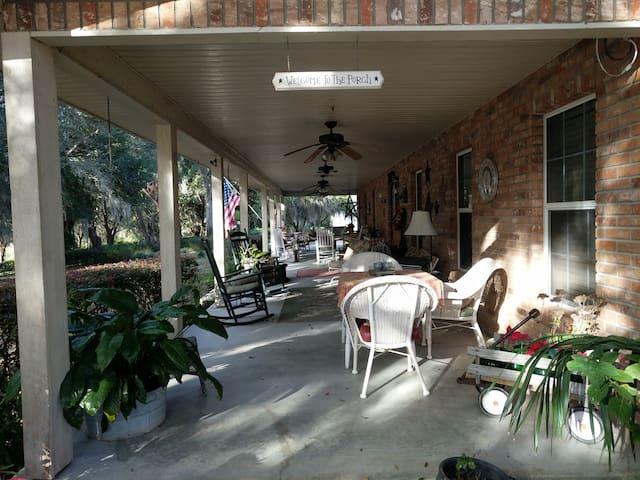 Tuckaway Inn  'Garden Room'  Country Home