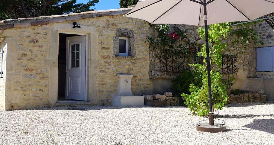 Gîte  en Immersion dans les lavandes ,Piscine - Clansayes - Apartamento com serviços incluídos