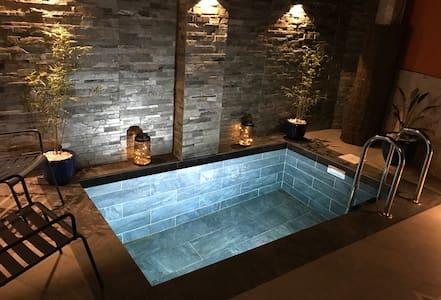 Studio 2/3pers clim piscine J Ou 2studios 4/6 pers