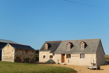 Renovated barn in rural setting - Broc