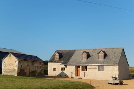Renovated barn in rural setting - Broc - บ้าน