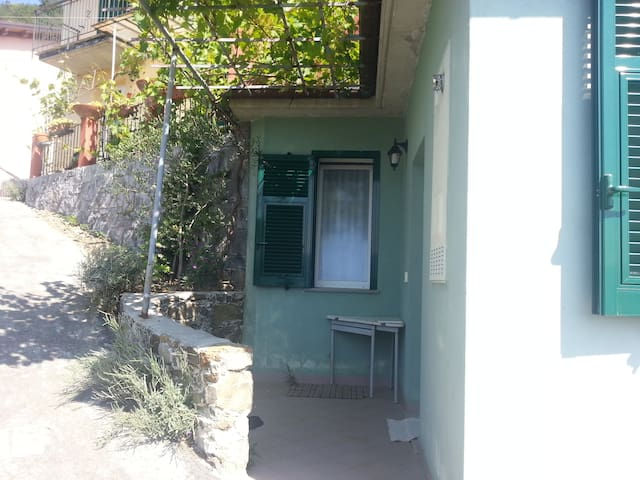 Super low cost offer for 2-4 person - Casarza Ligure - Huoneisto