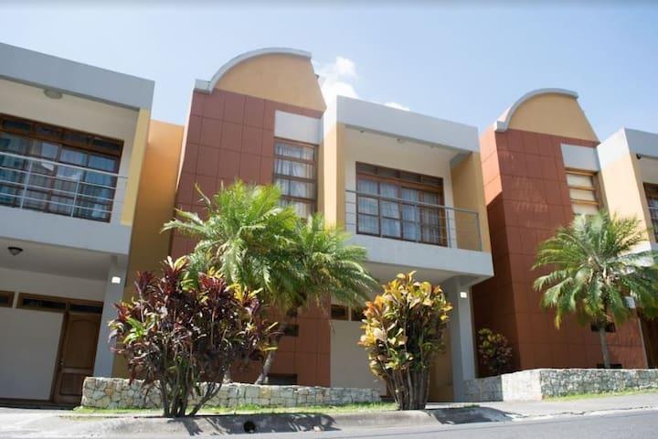 Beautiful 3 Bedroom Condo San Jose, Costa Rica! - Escazu - Condominium