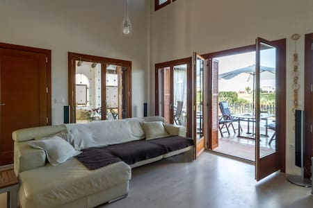 2 Charming double bedrooms