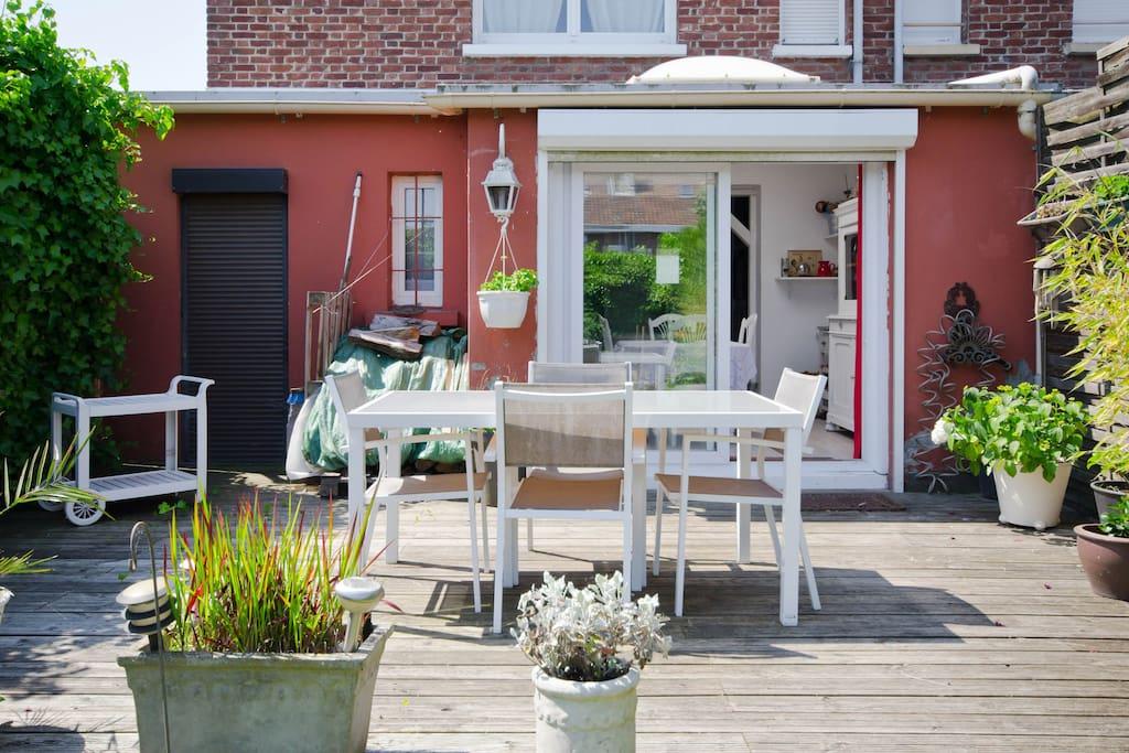 jolie petite maison de ville avec jardin cosy maisons louer hellemmes nord pas de calais. Black Bedroom Furniture Sets. Home Design Ideas