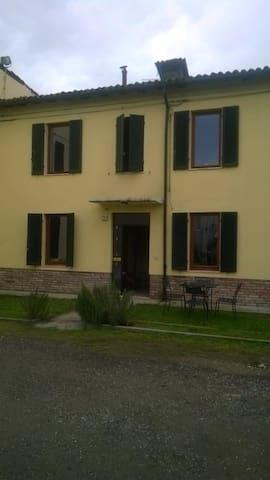 Stanza singola a soli 8 km da Parma - Sorbolo A Levante - Huis