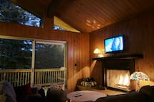Equipped with fireplace, highspeed WiFi and CableTV, not that you will need that being out skiing all day.. but just in case.