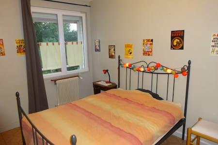 chambre privé dans maison avec jardin proche Lille - Dům