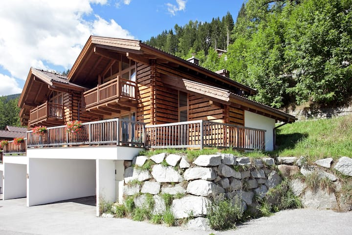 Luxurious Chalet in Wald im Pinzgau with Swimming Pool