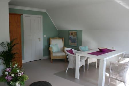 """Kalvill""  Landhaus am Apfelgarten - Eyendorf/Salzhausen - Wohnung"