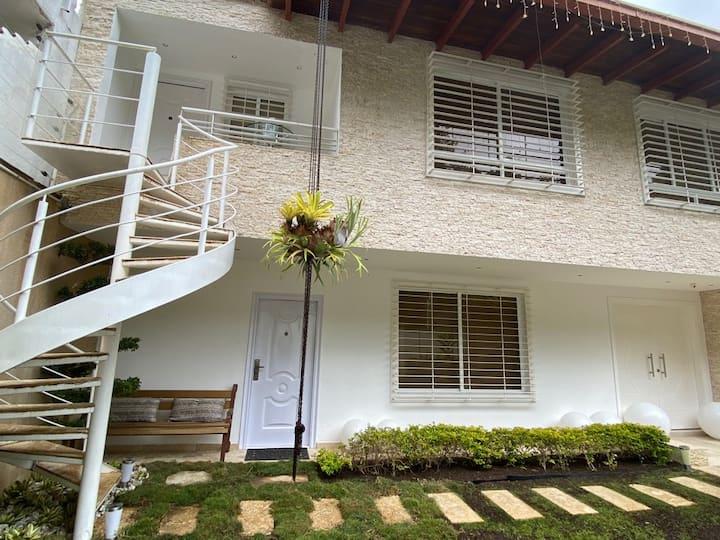 Una casa con vistas en Caracas en una zona segura