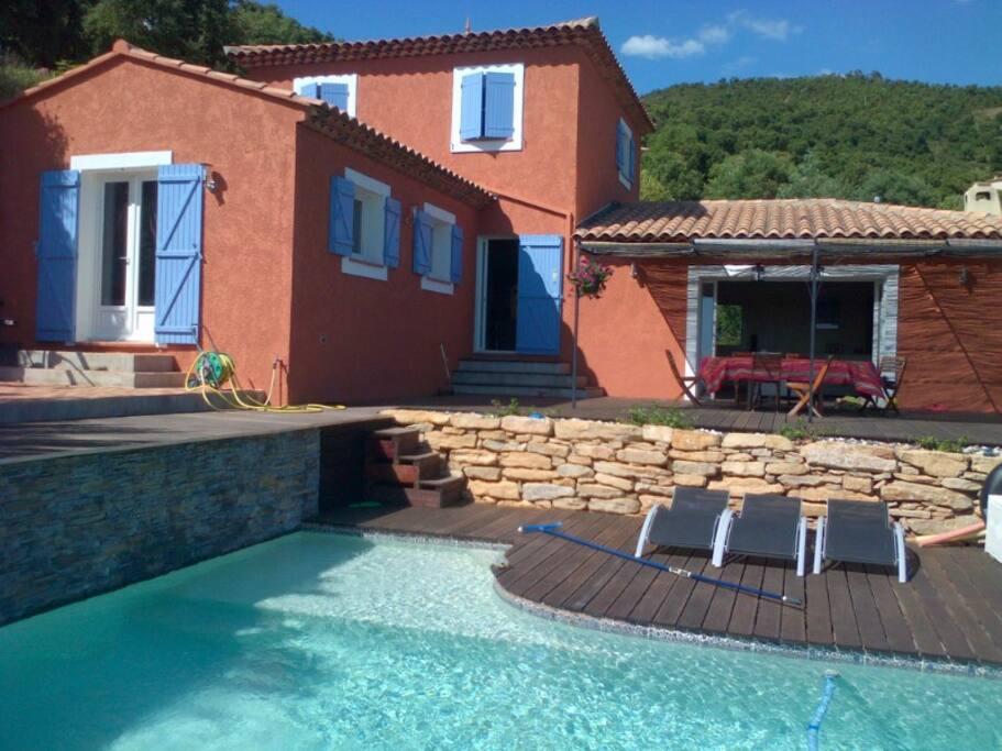 Vue de la maison et des terrasses