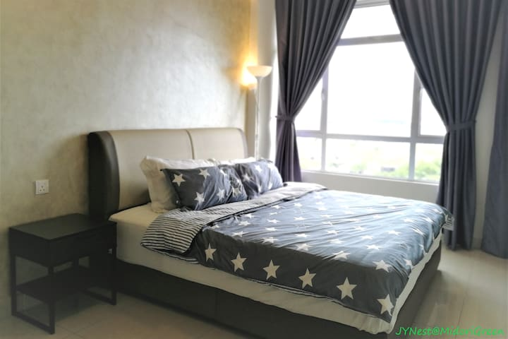 Master Bedroom with whopping cityview