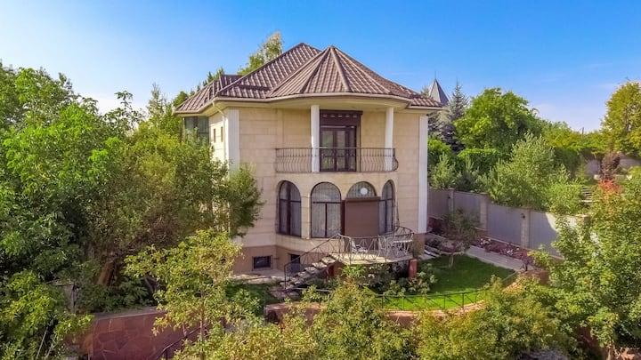 Дом в горах с шикарным видом