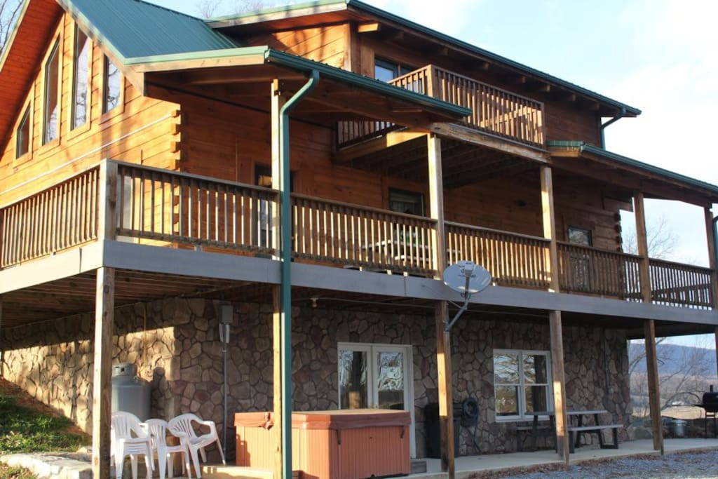 Foggy river lodge on the shenandoah cabins for rent in luray for Charlottesville cabin rentals hot tub