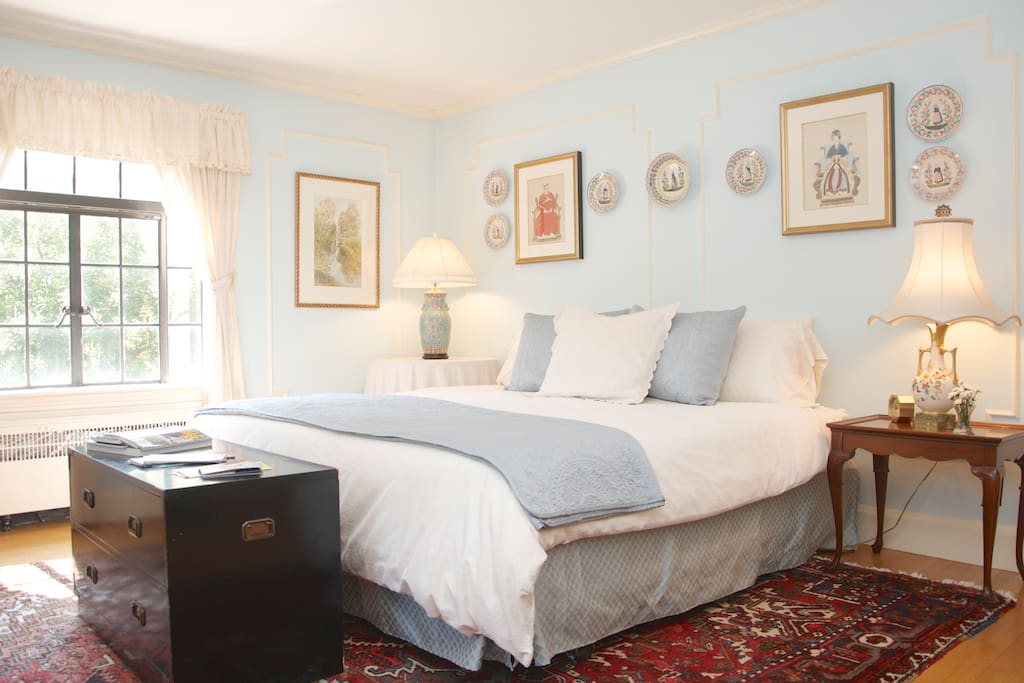 Main, sunny guest room