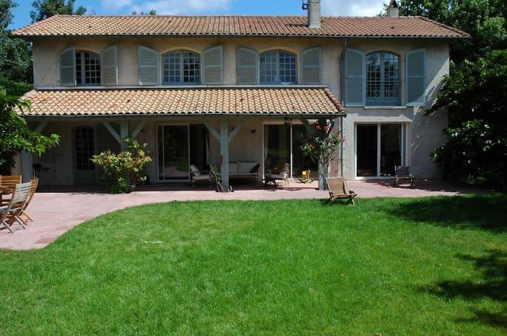 Maison de famille avec piscine - Vigoulet-Auzil - House