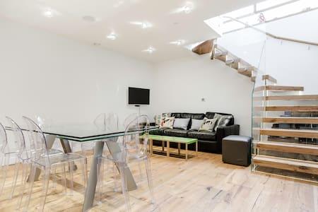 Exquisite Central Soho Apartment - London