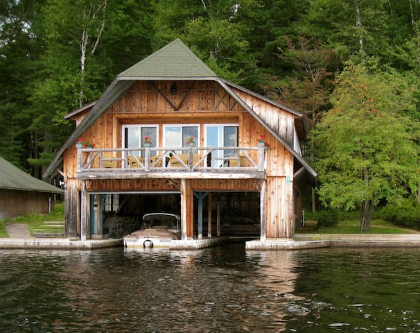 Happenstance Boathouse and Cabin - Lake Clear - Sommerhus/hytte