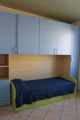 2 Single beds / Cameretta con 2 letti singoli