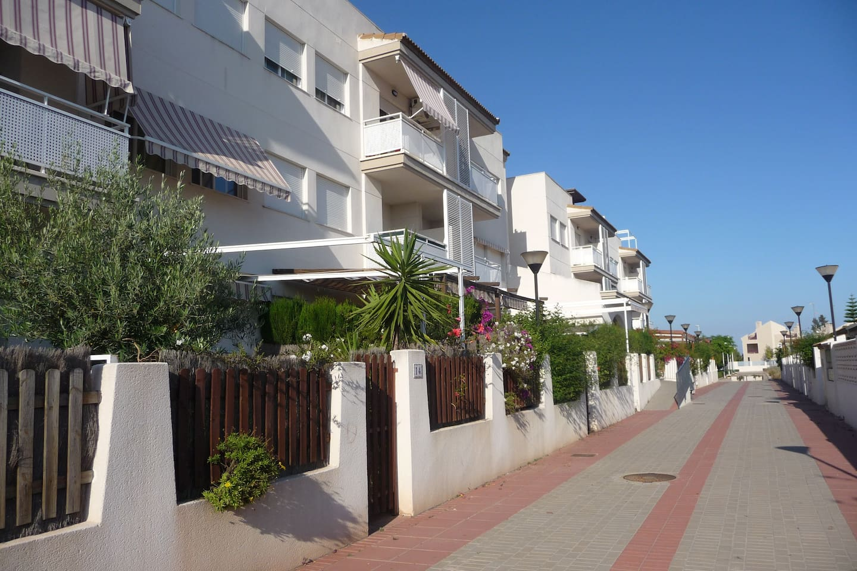 Apartamento en 2ª pl. de 60m2 + terraza de 60m2 arriba.