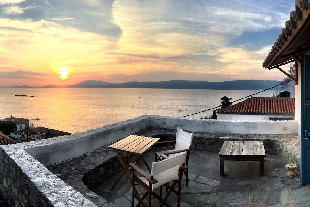 Amazing 18th century summer retreat houses for rent in idra greece - Large summer houses energizing retreat ...