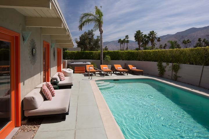 Pool&Jacuzzi&Views - Walk to downtown&Conv Center!