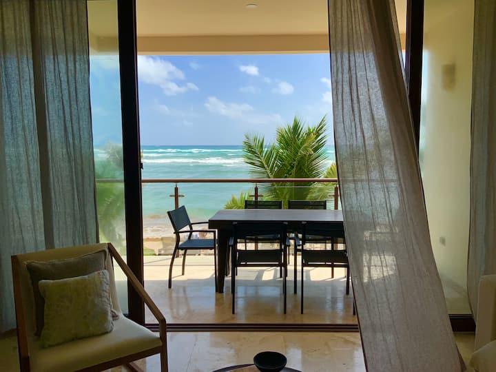 Exclusive beachfront condo w/amazing view & pool