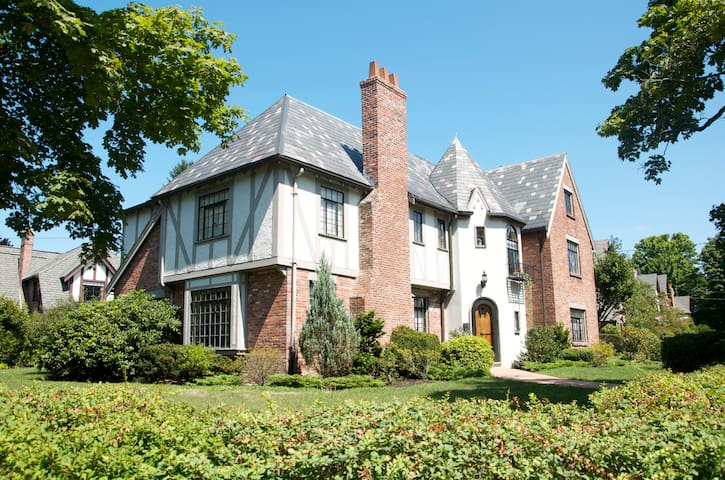 Elegant Tudor home, close to Boston