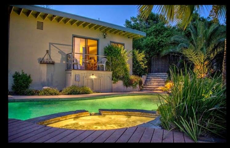 Beautiful Studio/Pool House - Altadena - Pis