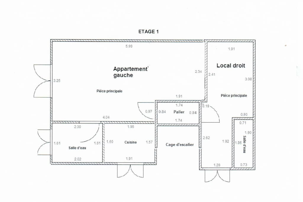 Floor plan: The studio is self contained, situated on the first floor of this charming town house. It has a proper double bed and a sofa-bed. Perfect for a couple with a child or a group of friends. Approximately 25sqm.