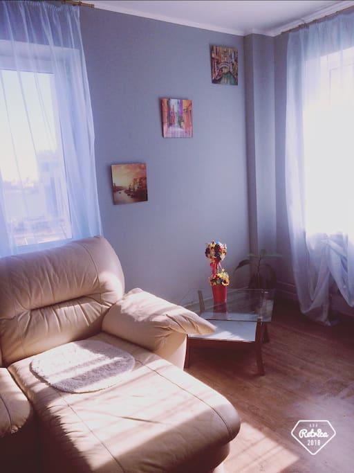 мягкий  кожаный диван
