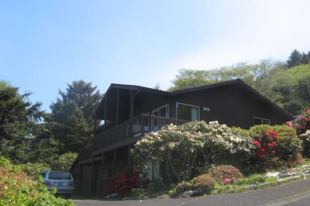 Sea It All! Mid-Cent Mod Ocean View - Yachats - House