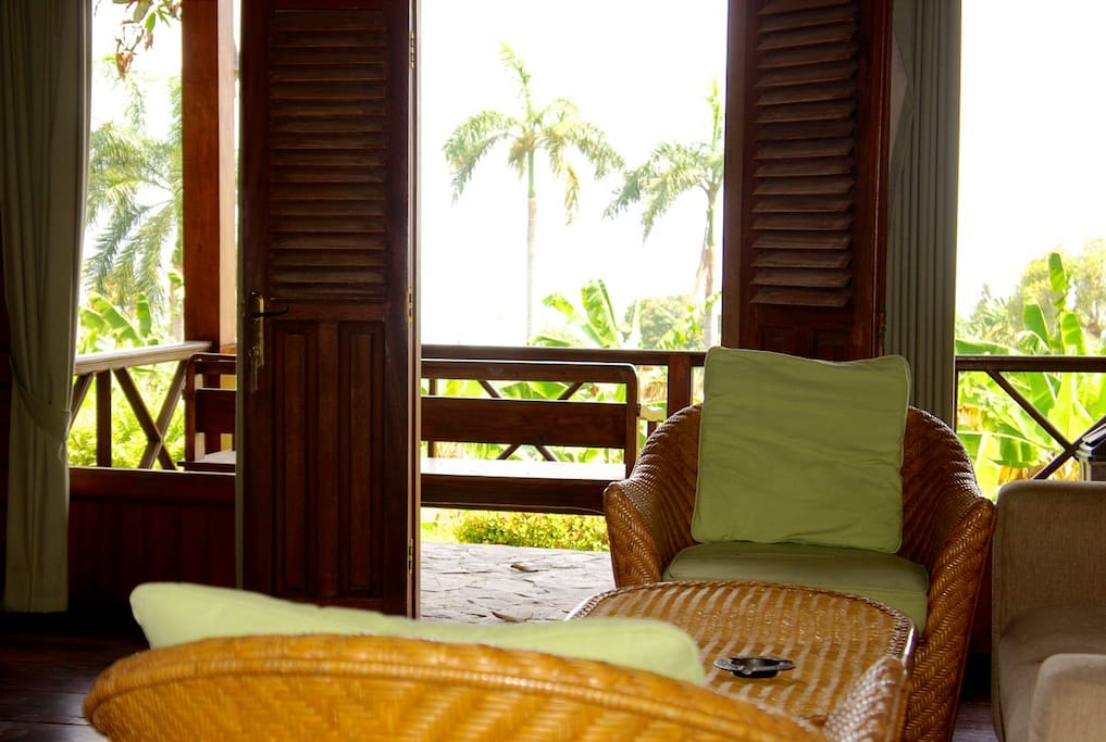 Villa cottage 2 rooms villas for rent in cisolok for Balcony hotel sukabumi
