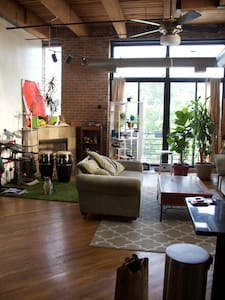 Unique/Private/loft/roof top access - Chicago - Loft