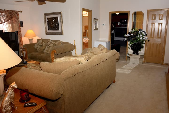 Private 2BD 2BA Suite Shared Entry - Mesquite - House