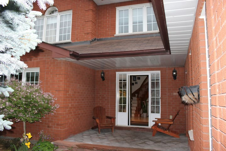 Beautiful home North of Toronto - Bradford West Gwillimbury