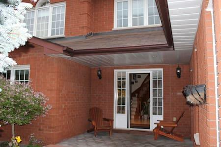 Beautiful home North of Toronto - Bradford West Gwillimbury - Talo