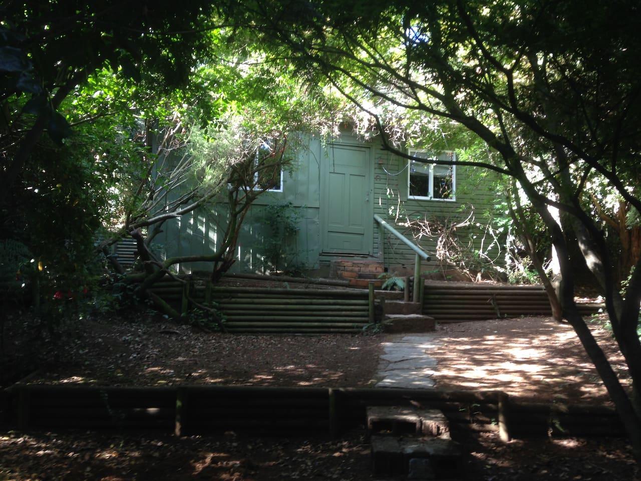 Esta es la cabaña Refugio en el Bosque