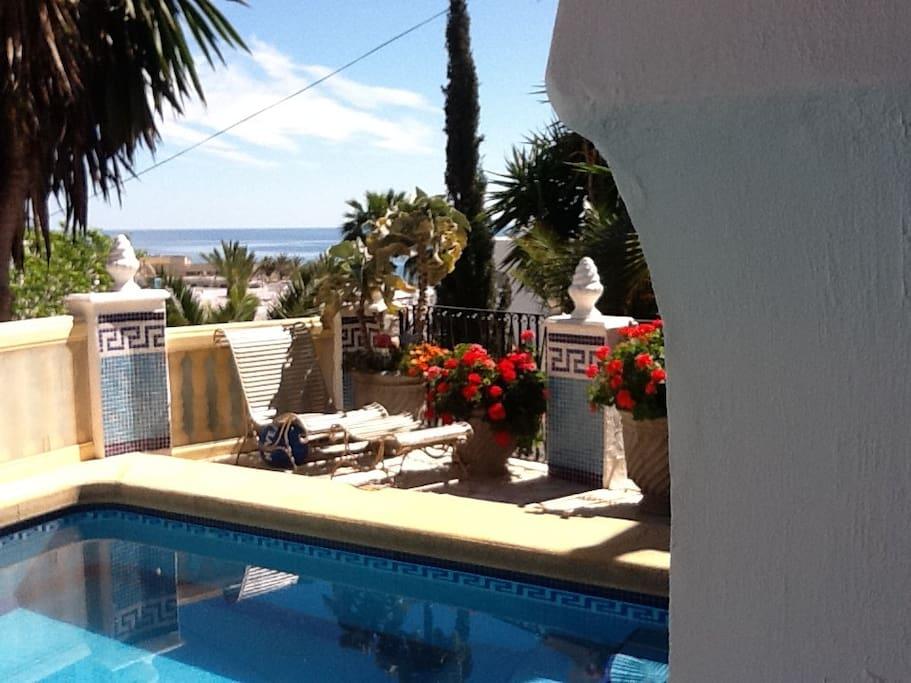 View of the sea from the pool. Piscina privada con vistas al mar
