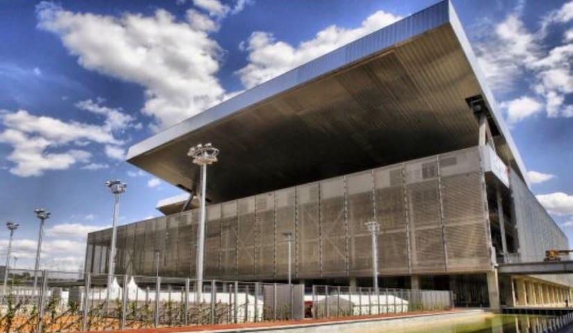 Caja Mágica: Habitación con cama doble en Madrid