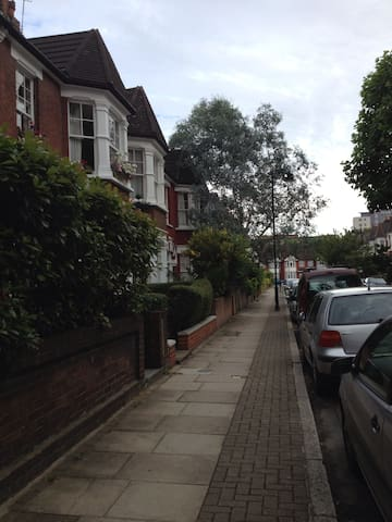 Lovely Double in Islington Near tube. Zone 2